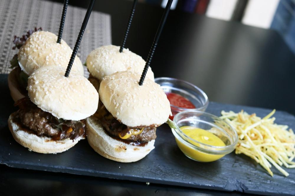 restauante-vinotinto-mini-hamburguesas-2.jpg