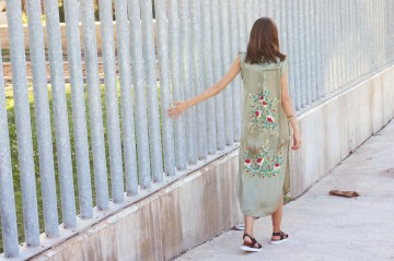 mybluesuitcase-vestido-bordado-kaki