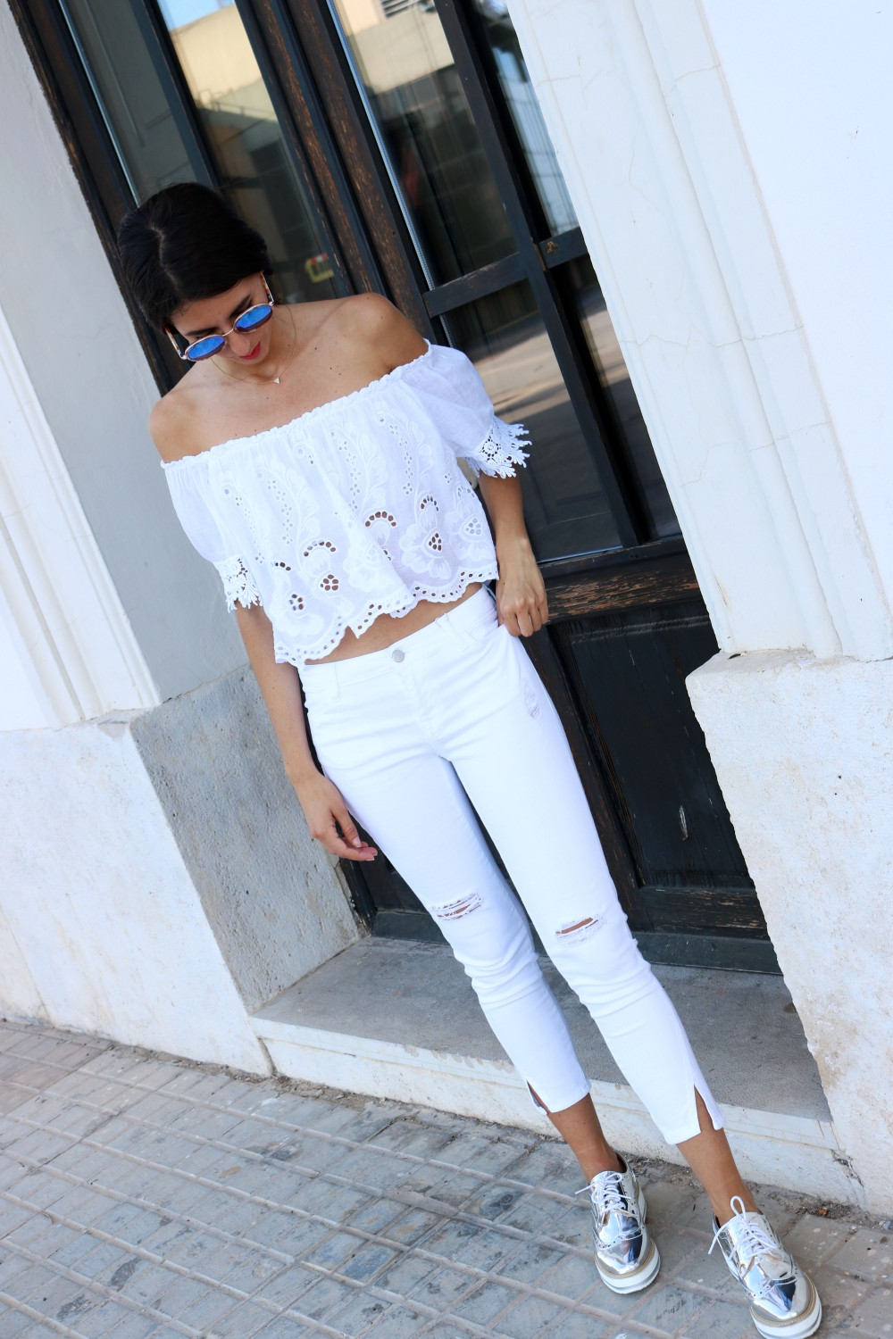 total-white-outfit-mybluesuitcase2.jpg