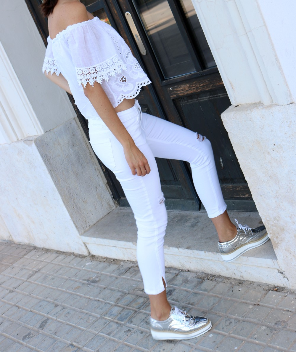 total-white-outfit-mybluesuitcase4